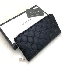 Load image into Gallery viewer, Gucci Zip-around Wallet Signature
