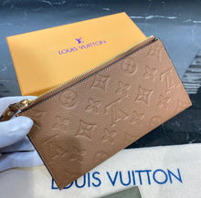 Load image into Gallery viewer, Louis Vuitton Melanie BB