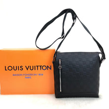 Load image into Gallery viewer, Louis Vuitton Discovery Messenger BB İnfini