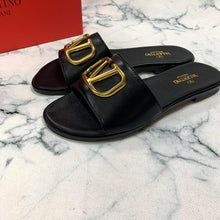 Load image into Gallery viewer, Valentino V Logo Slippers