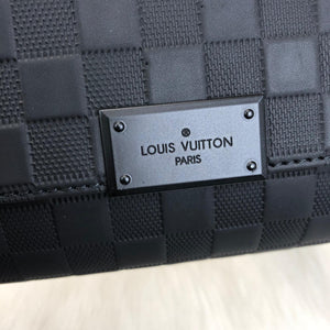 Louis Vuitton District PM