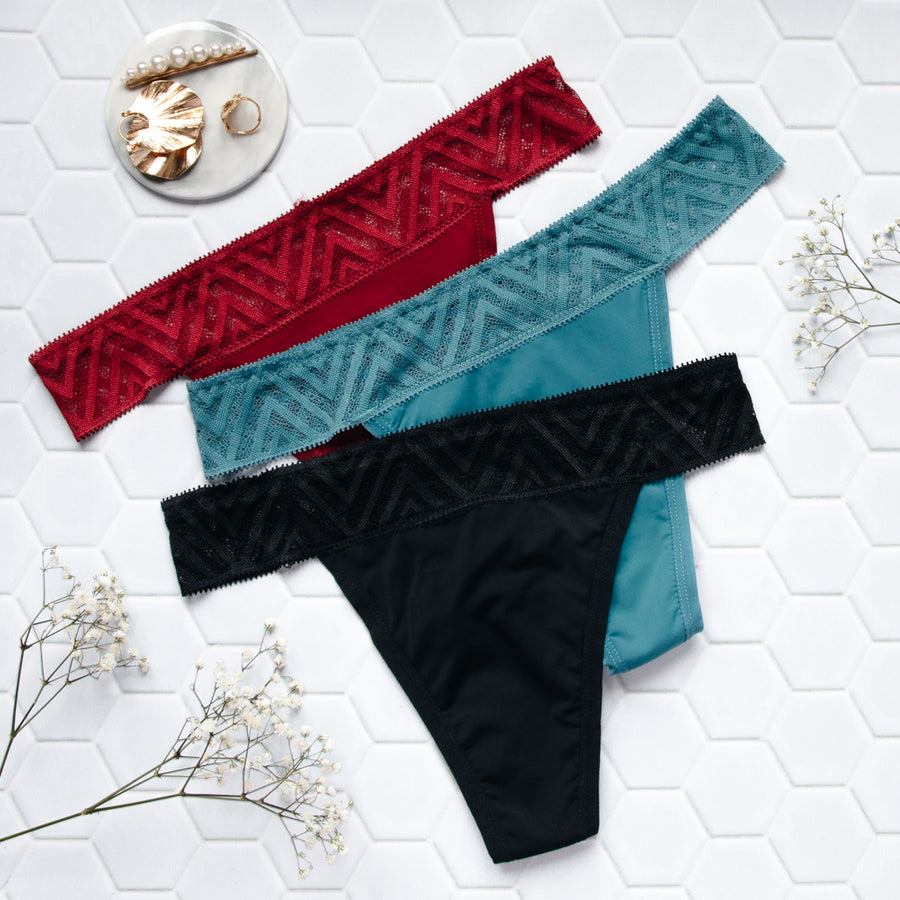 Set of 3 menstrual thong with lace