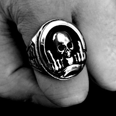 bague tête de mort rebelle photo