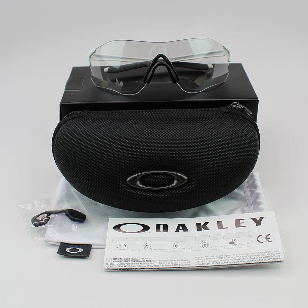 New Authentic Oakley OO9313-06 Sunglasses EVZERO Path Black Photochromic Lens