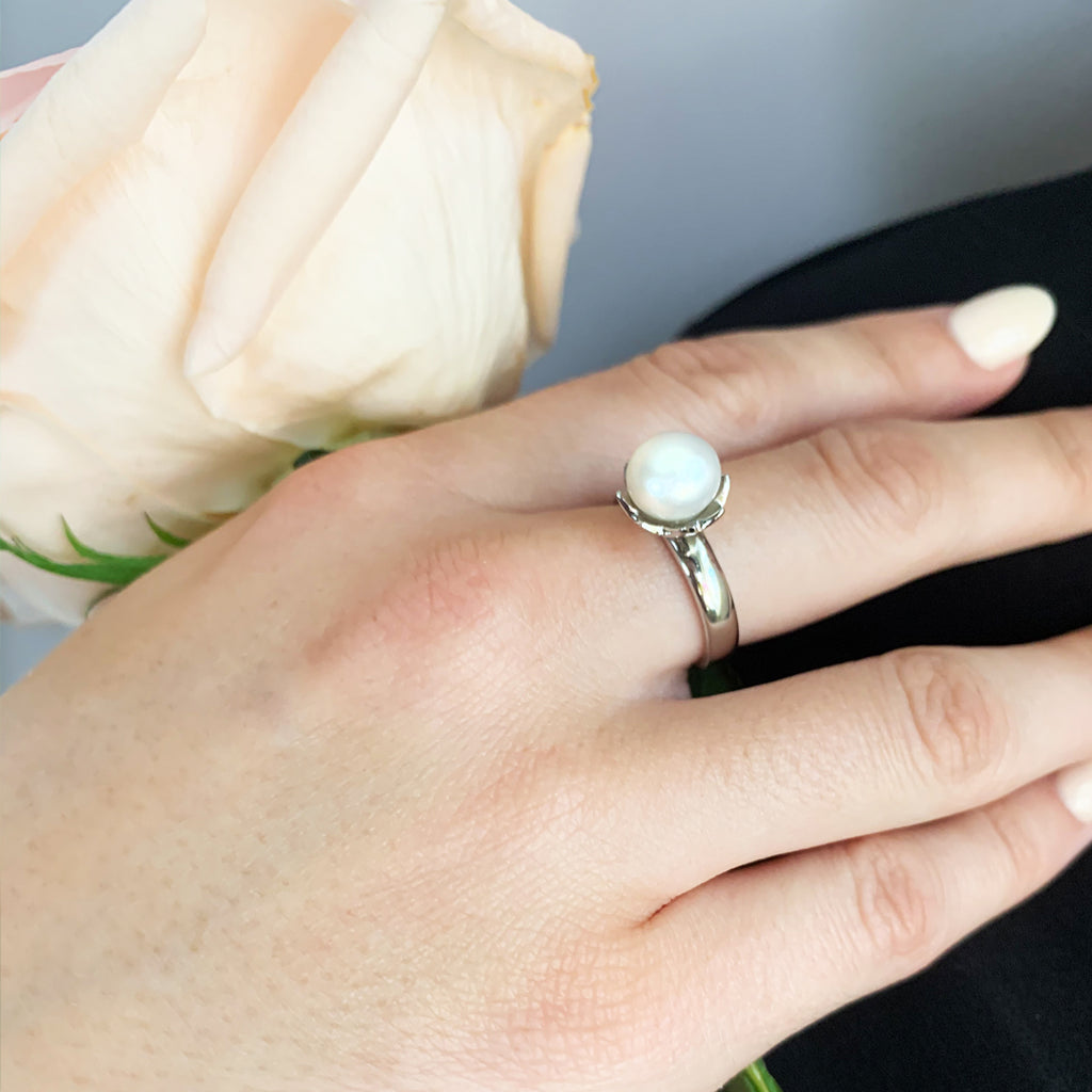 Belle Solitaire Pearl Ring