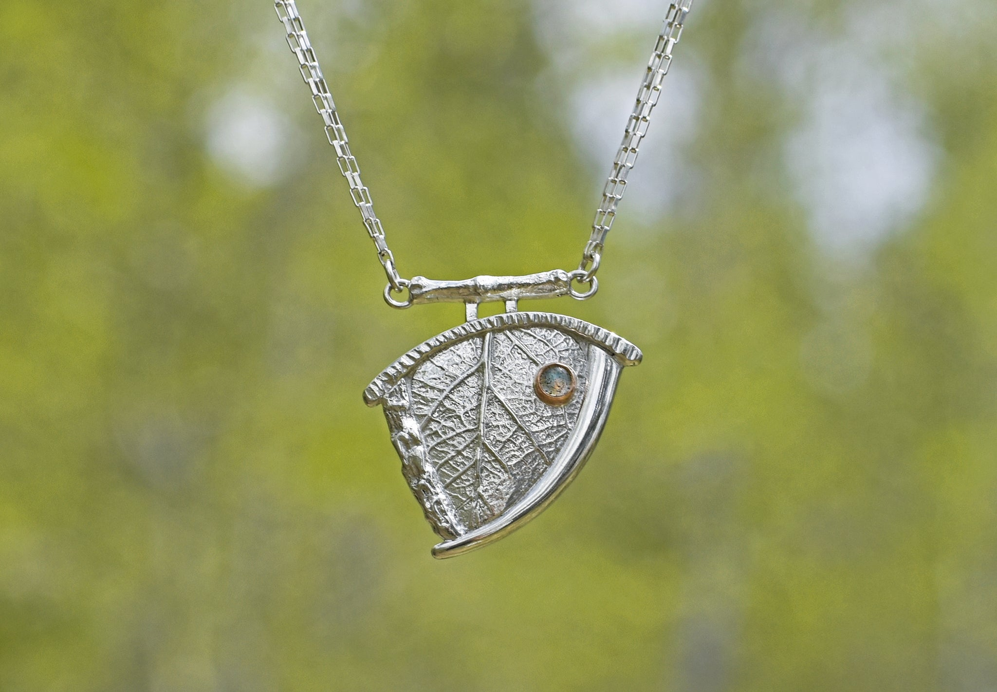 Bordered Leaf Necklace