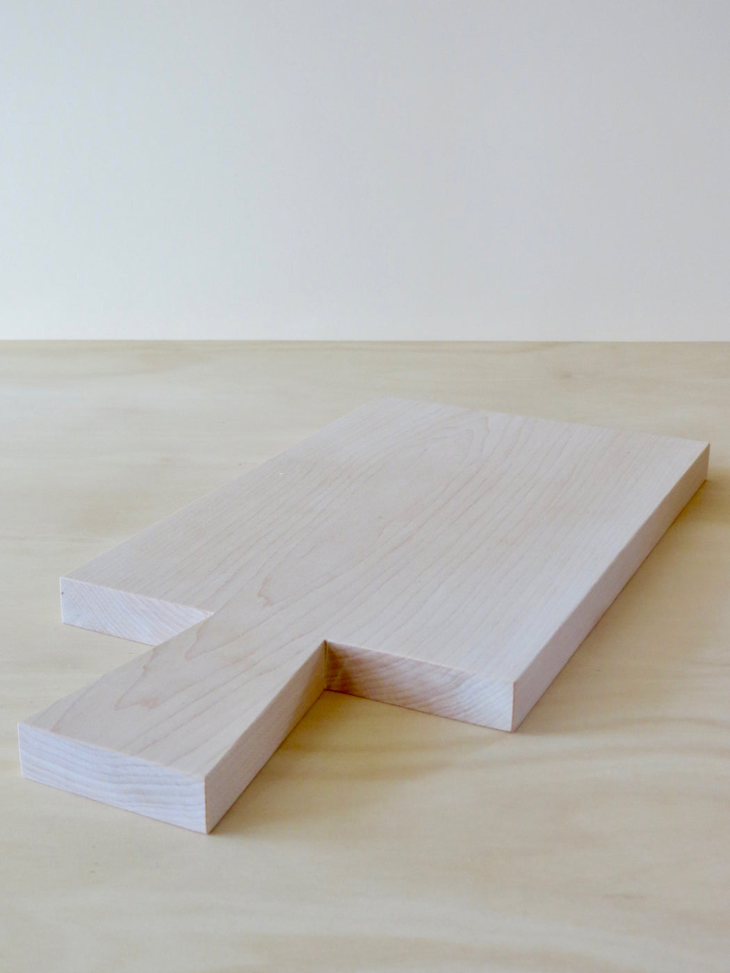 Maple chopping board with handle