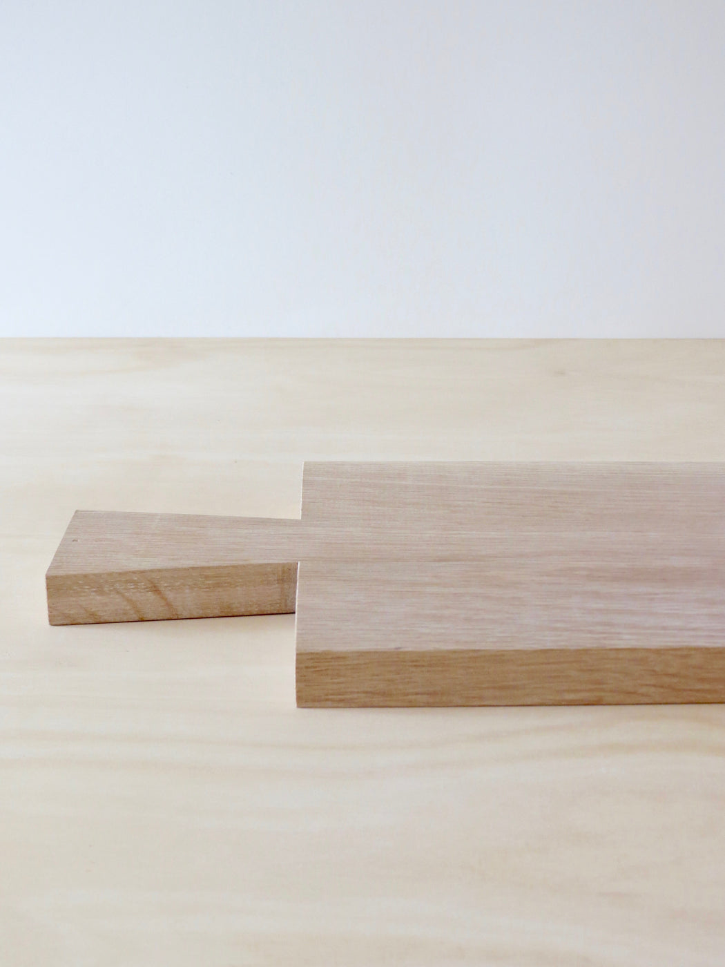 Oak chopping board with handle