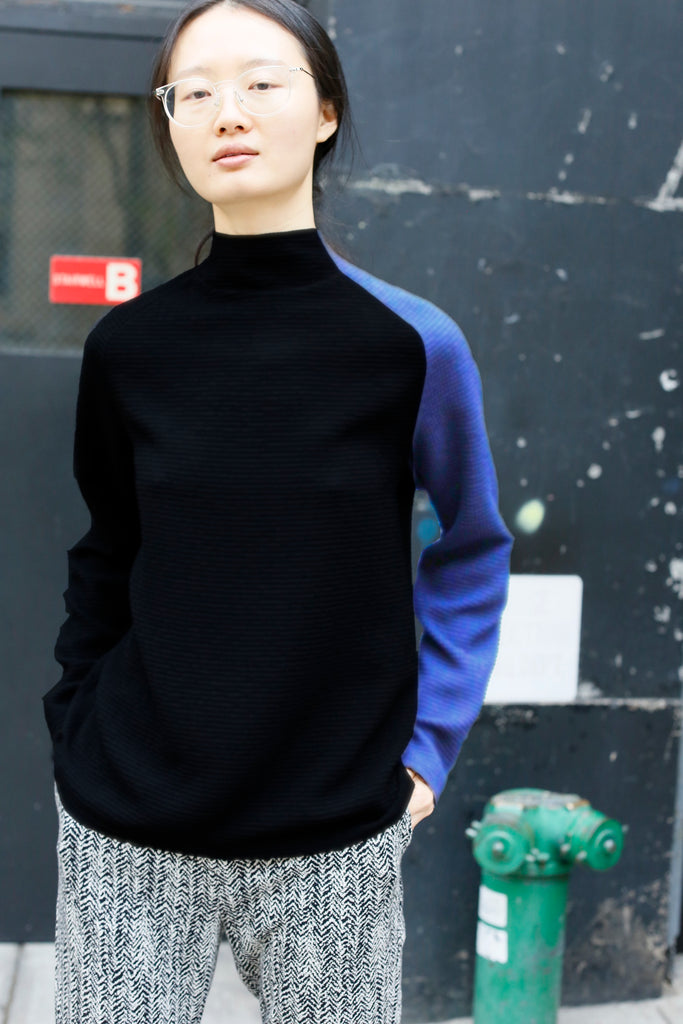 Bi-Color Jersey Knit Turtle Neck