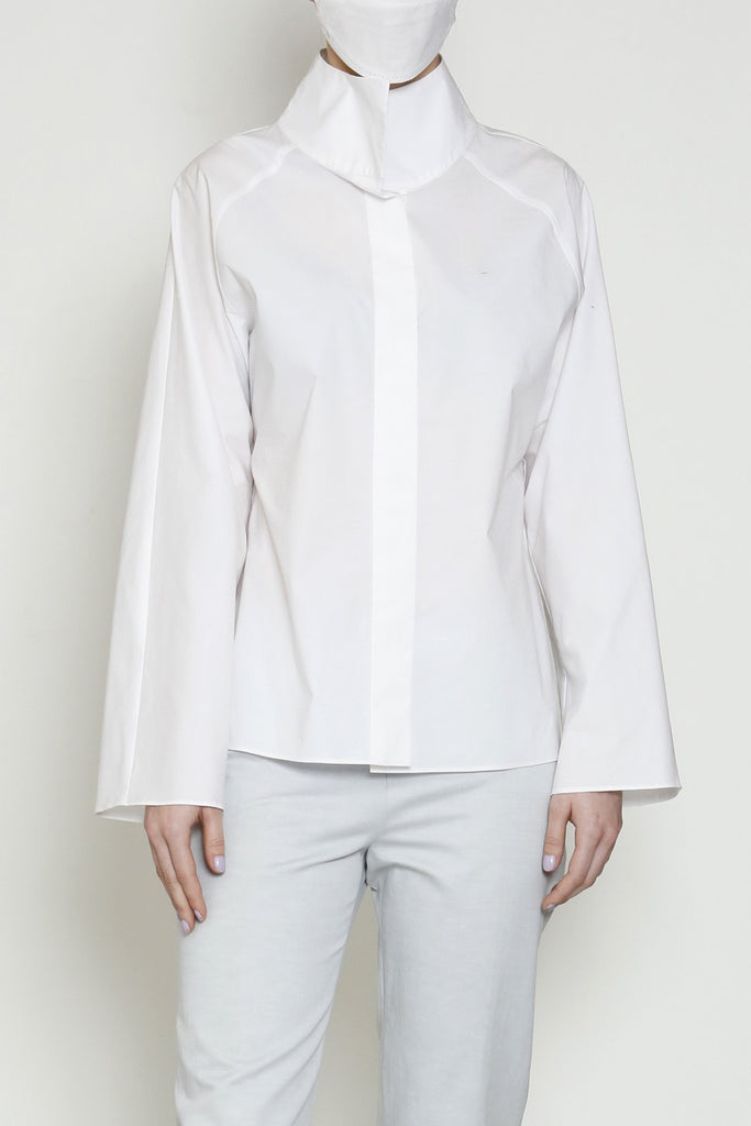 The Zoom Blouse in Paper Cotton with Raglan Sleeves and a High Collar