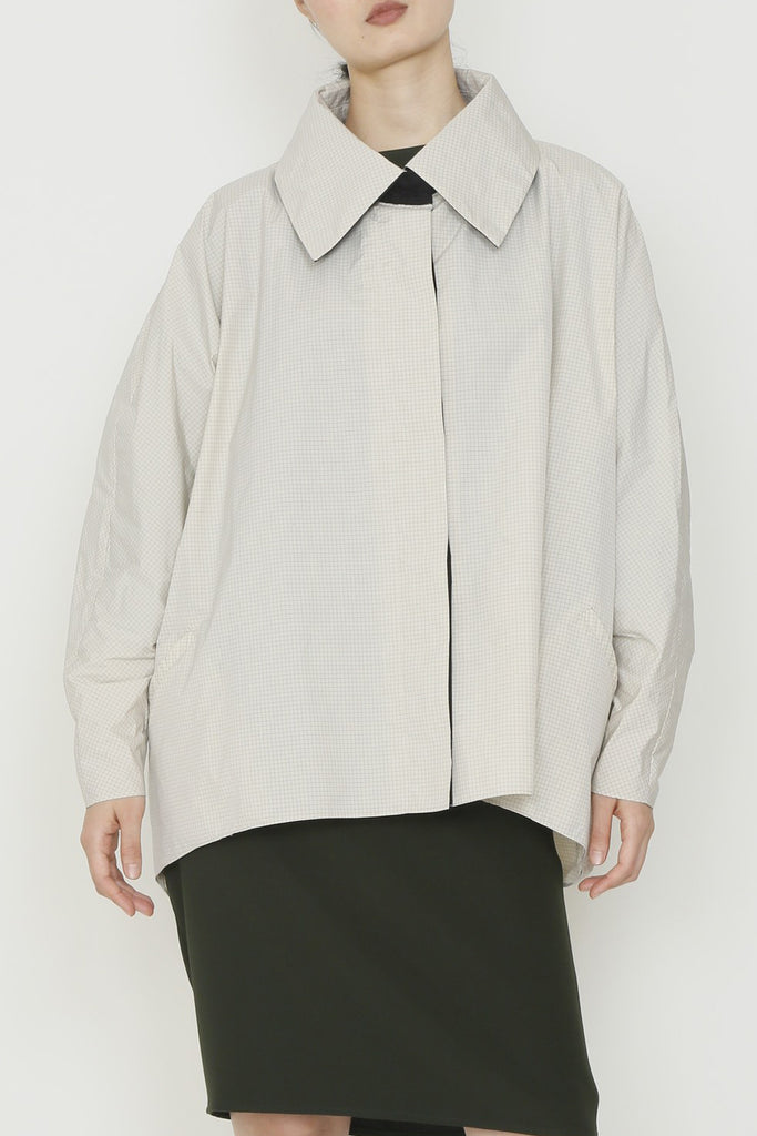 One-Size-Fits-All Grid Cocoon Raincoat with Oversized Collar and Welt Pockets