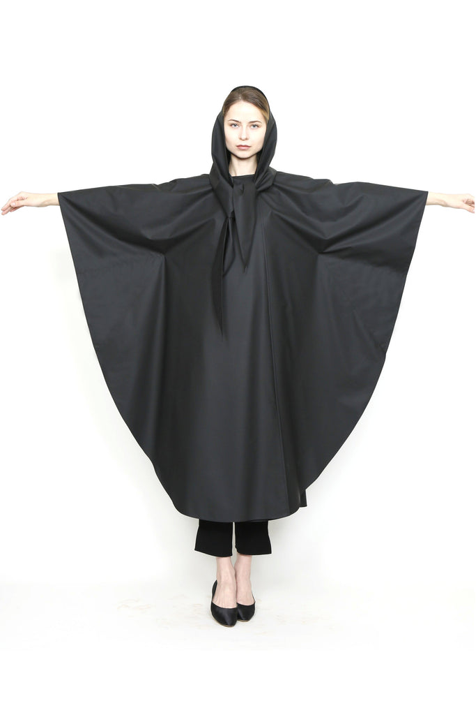 Zero Waste Sustainable One-Size-Fits-All Rain Cape in Waterproof Fabric