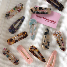 Load image into Gallery viewer, Resin Hair Clips (Pair)