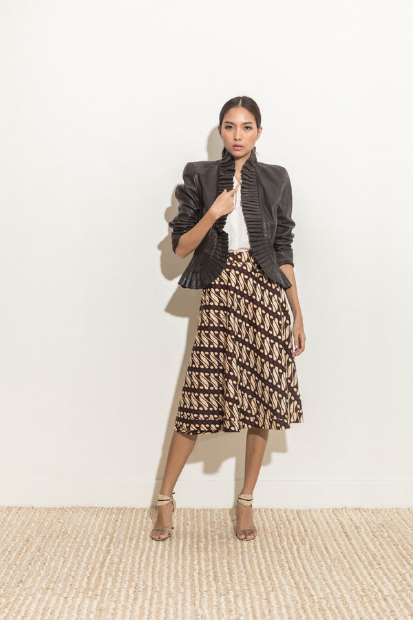 Wrap skirt in brown abstract print