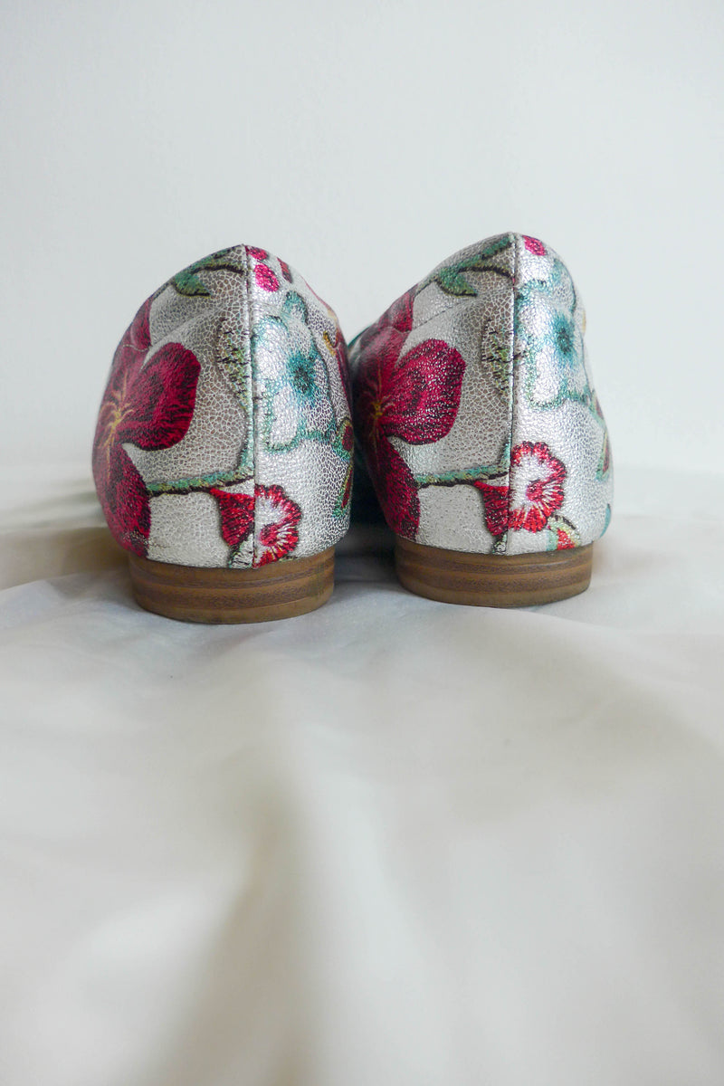 Metallic loafers in floral print