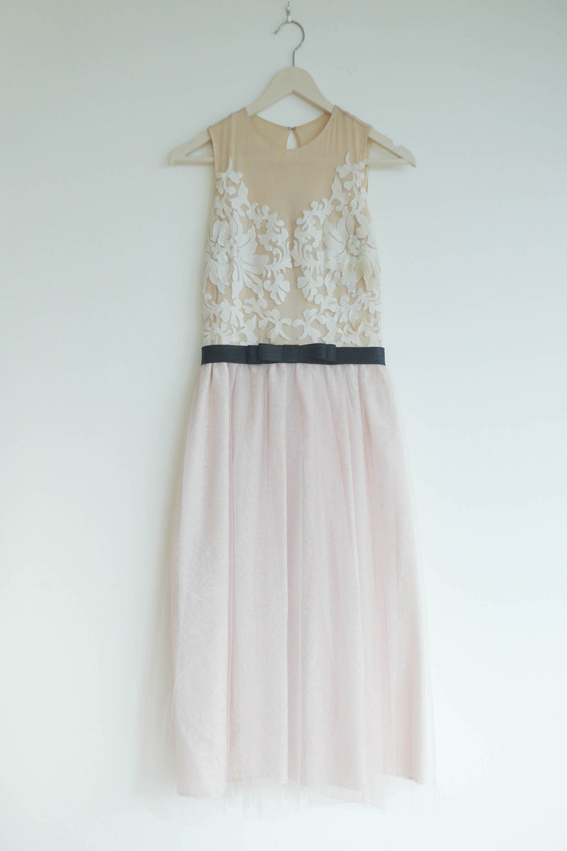 Tulle dress with lace accent
