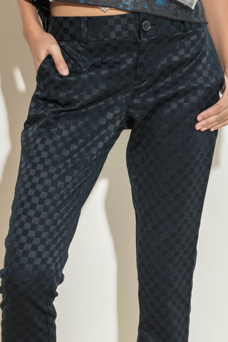 Cropped pants in checker pattern
