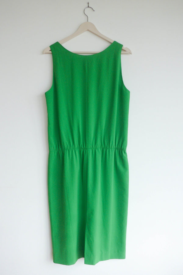 Sleeveless dress with scoop neck