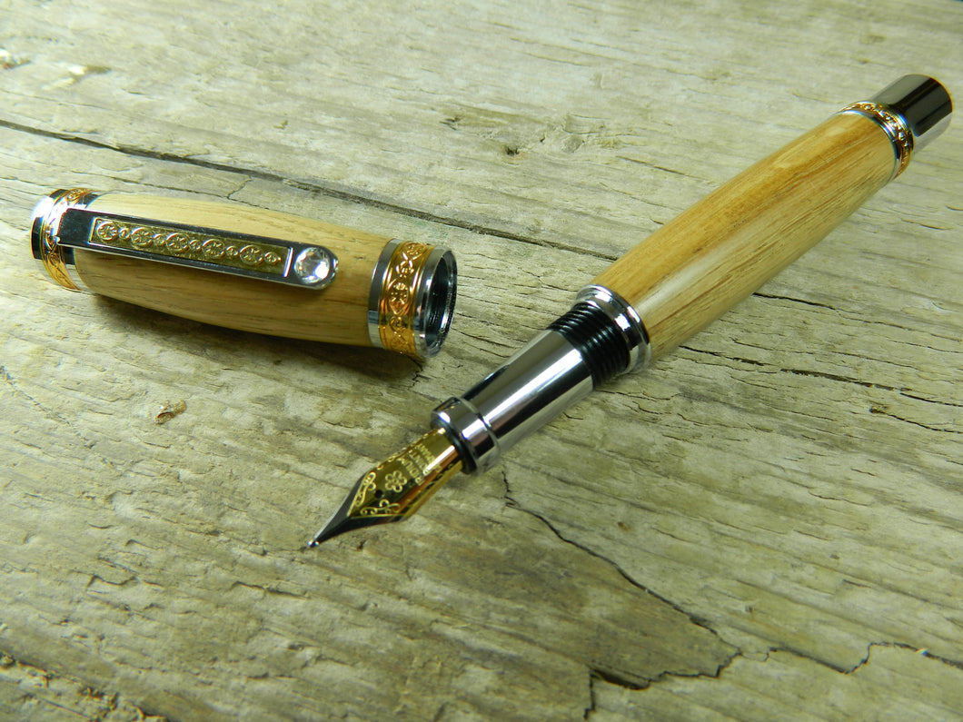 Suffolk King Antique Oak Fountain Pen