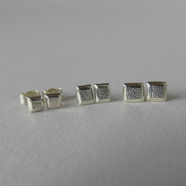 9ct white gold mini leaf studs