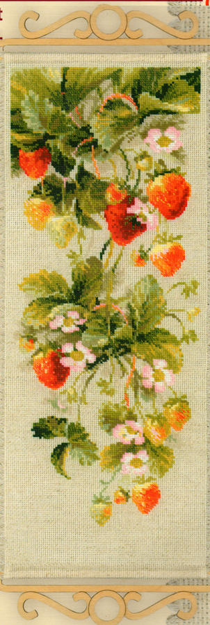 Strawberry Bell Pull - A RIOLIS cross stitch Kit