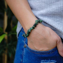 Load image into Gallery viewer, Emerald Chip Bracelet
