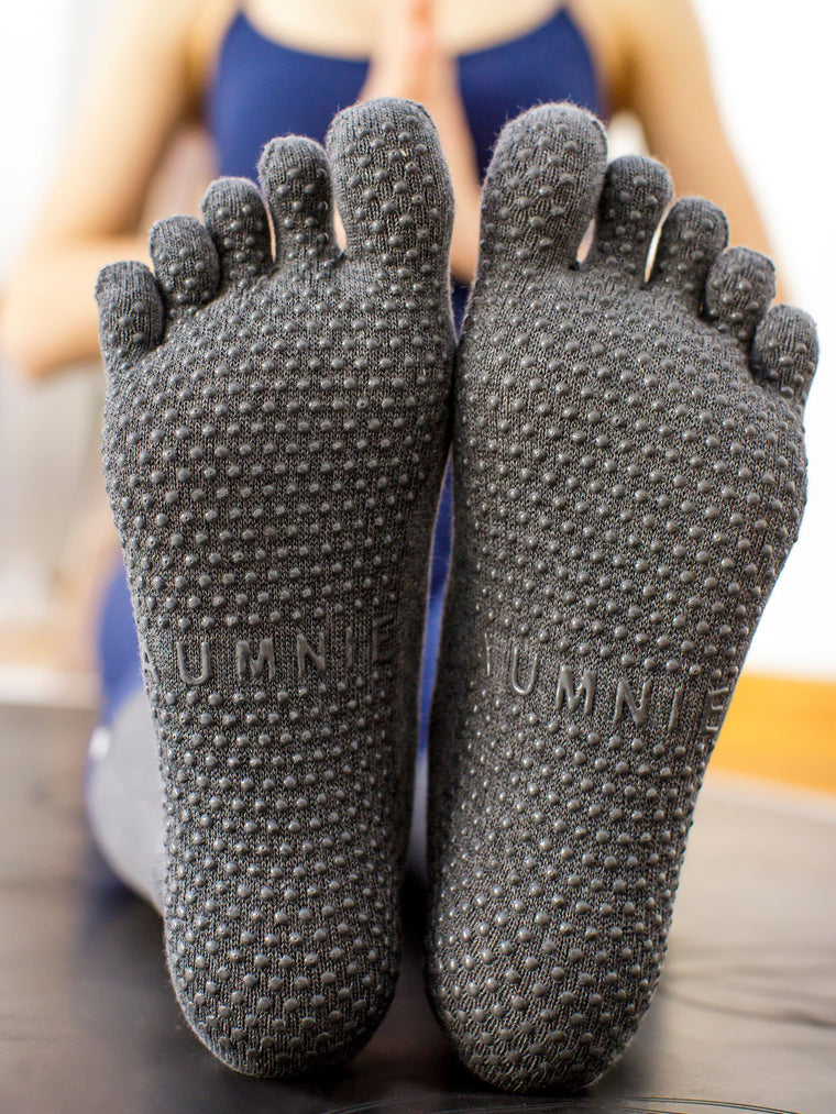 KNEE HIGH FULL TOE YOGA SOCKS, GREY