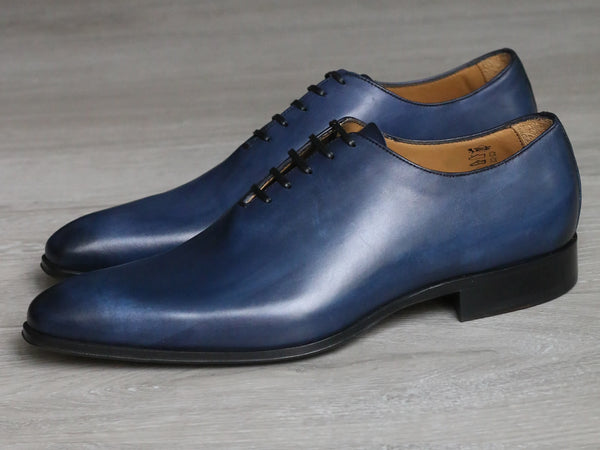 Blue wholecut shoes