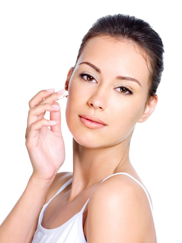 Natural Moisturizing Serums and Creams for Ageless Skin