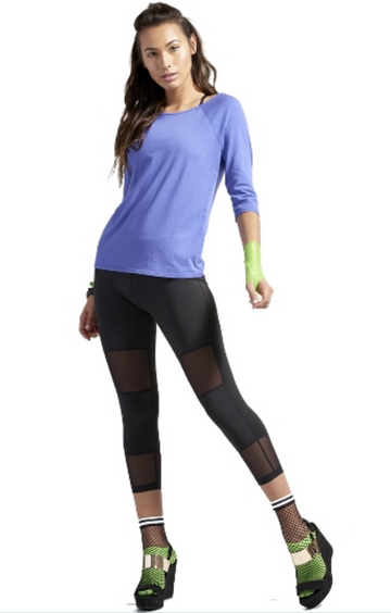 WOMEN'S PERFORMANCE MESH PANEL CAPRI LEGGINGS - BLACK