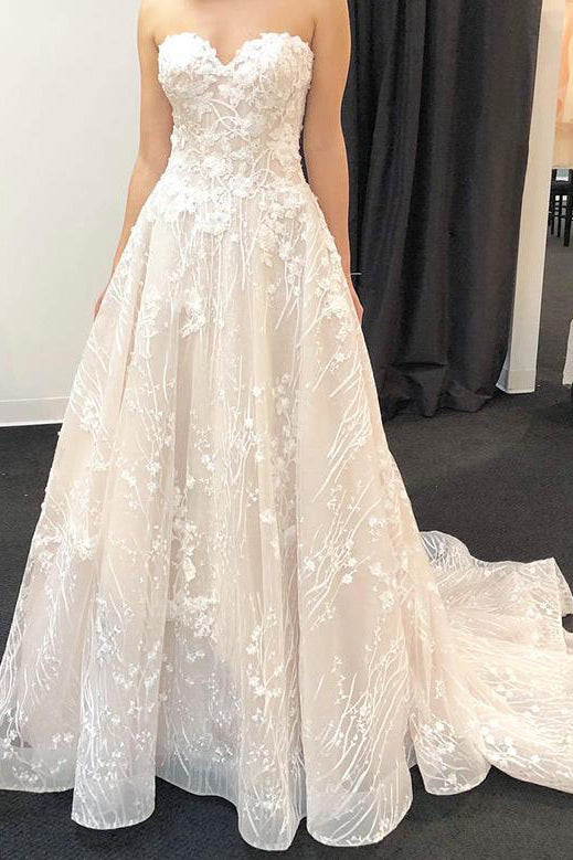 Long Sweetheart A-line Ivory Bridal Dress with Lace Appliques