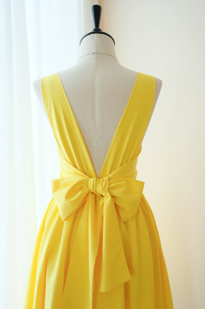 Short V-Back A-line Square Yellow Homecoming Dress with Bowknot