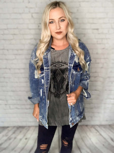 This distressed denim jacket can be worn throughout all seasons! You can pair this jacket with maxi dresses, over graphic tees.. your options are endless. This denim jacket features a vintage acid wash, long sleeves with button closures, a pointed collar, flap pockets at the chest and slit pockets at the sides. Not to mention all the distressed details.   Denim Jacket Vintage Acid Washed Distressed Long Sleeves Front Flap Pockets on Chest Slit Pockets at Sides Button Closure Pointed Collar Loose Fit