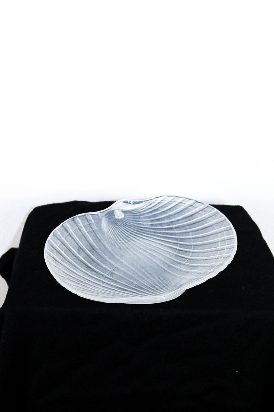 Set of 3 Smoked Opaque shell serving plates