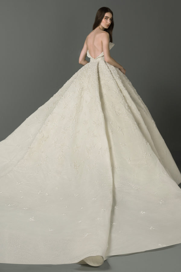 Full-skirt dress with a sweetheart neckline