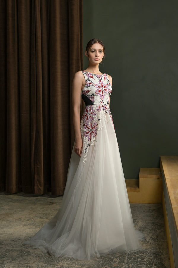 Long sleeveless lightly beaded, tulle dress