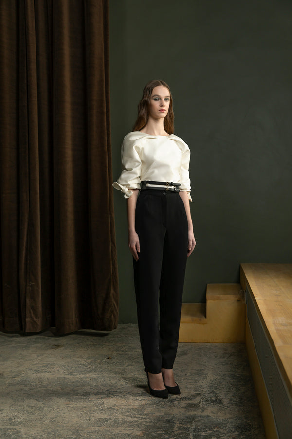Mikado bodysuit with sleeves and classic crepe pants with straight legs and a wide leather belt