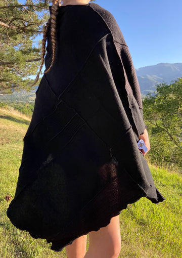Recycled 100% Cashmere Poncho 'Black Ribbed'