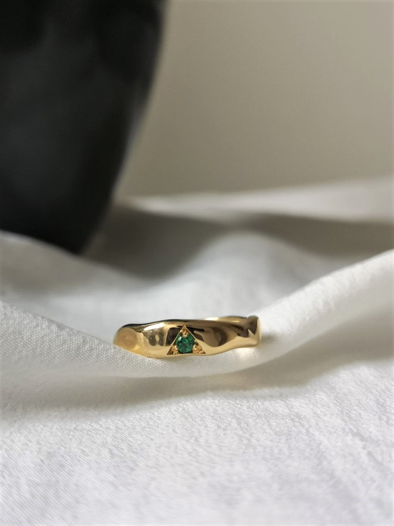 18ct gold ring, gold ring, emerald ring, green, birthstone ring