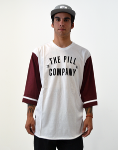 "Pill – Polera 3/4 ""Welcome"" White / Maroon"