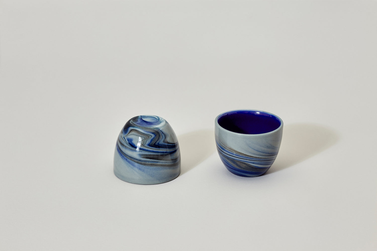 Smoke cup, gray with blue and black