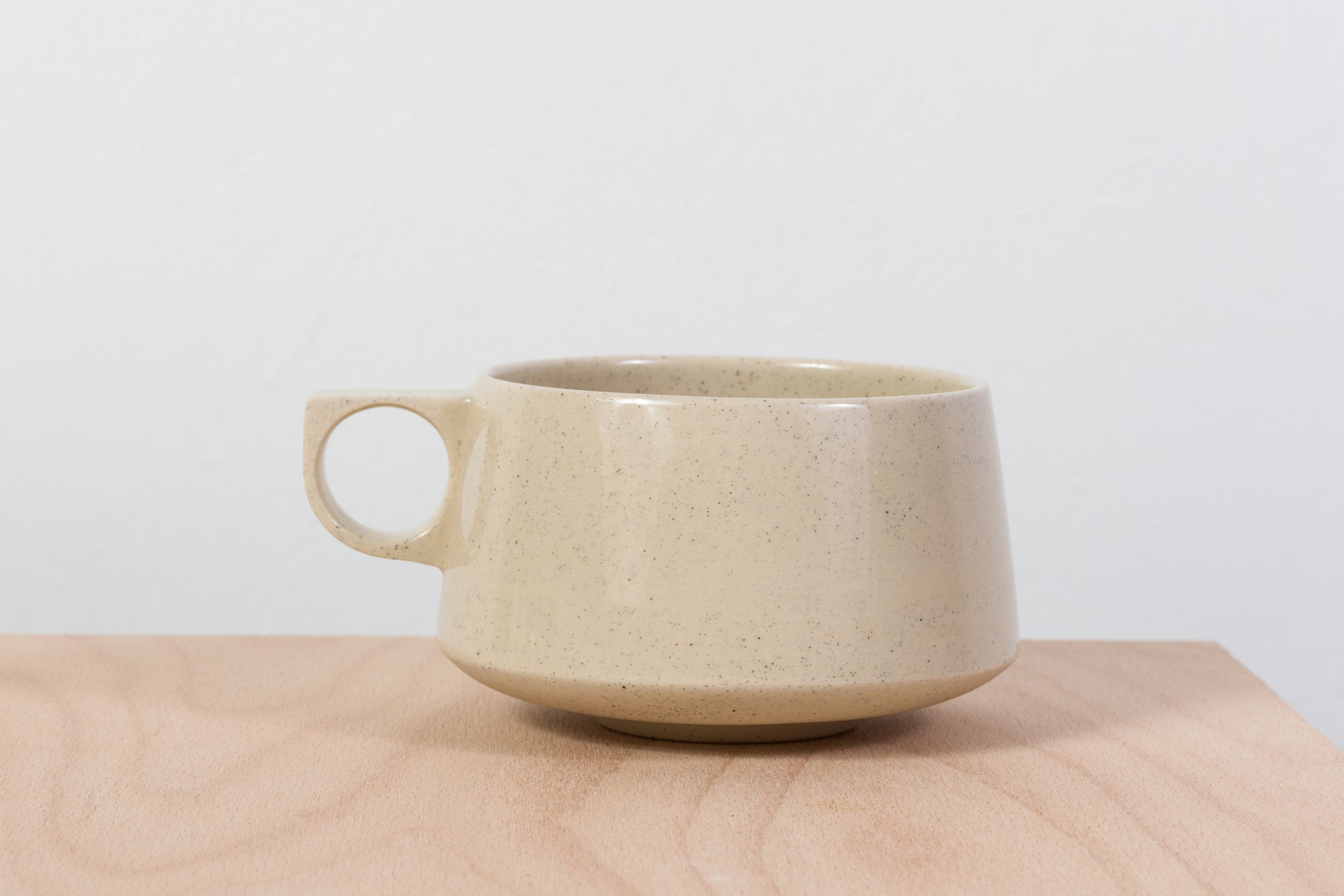 Tea mug, beige with dots