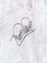 Load image into Gallery viewer, Leaf Triquetra Rustic Recycled Silver Earrings