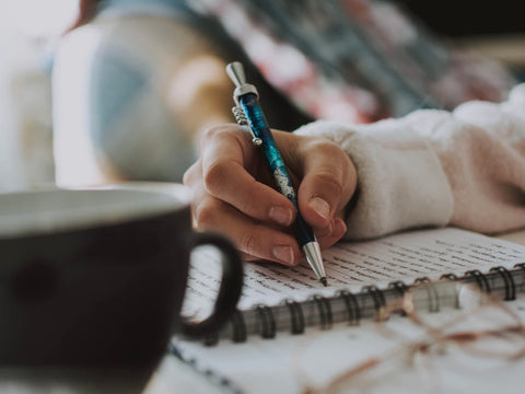 As we write by hand, we can form our thoughts. Picture credit: fotografierende on Unsplash