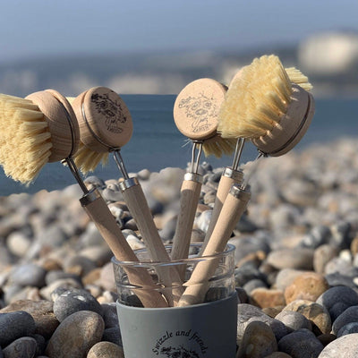100% biodegradable wooden washing up brush with sisal bristles - Swizzle and friends