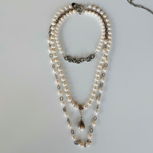Short Pearl Necklace With Rope Chain Front