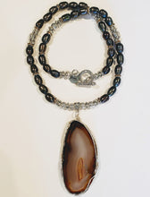 Load image into Gallery viewer, Freshwater Peacock Pearl Agate Stone Necklace