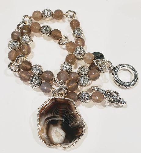 Beaded Necklace With Agate Stone