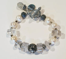 Load image into Gallery viewer, Freshwater Pearl And Quartz Bracelet