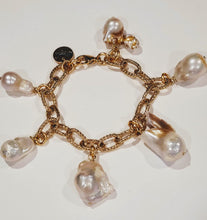 Load image into Gallery viewer, Chain Link Bracelet Gold With Pearls